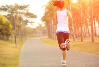 Laufen mit Einlegesohlen ist komfortabler für den Fuß