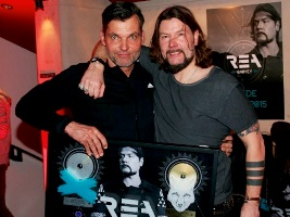 Karsten Schellenberg (l.) mit Sänger Rea Garvey