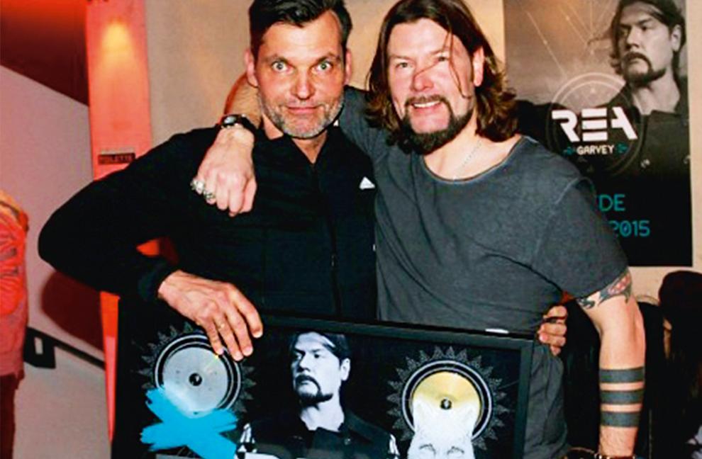 Karsten Schellenberg begleitete bereits Sänger Rea Garvey auf seiner Deutschlandtournee und brachte ihn in Topform