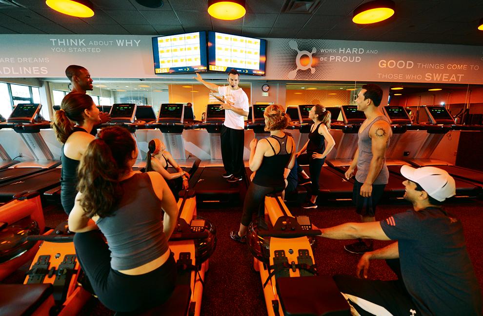 VerschiedeneKurse bringen die benötigte Abwechslung, zum Beispiel Intervalltraining, um die Laufgeschwindigkeit zu verbessern - Fotos: Orangetheory Fitness