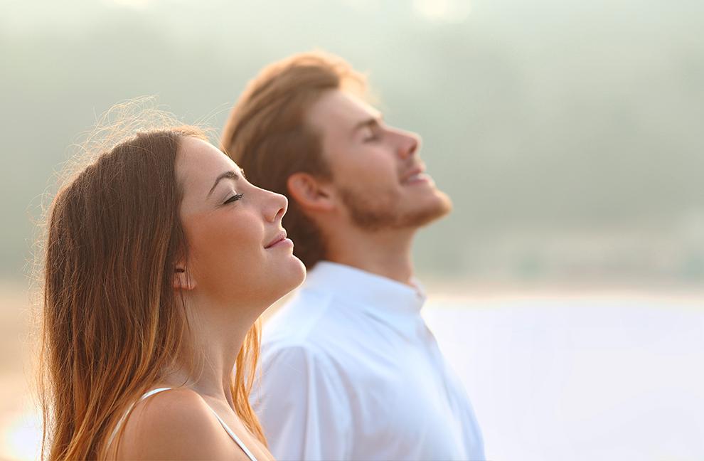 Eine entspannte Atmung trägt dazu bei, ein Gefühl