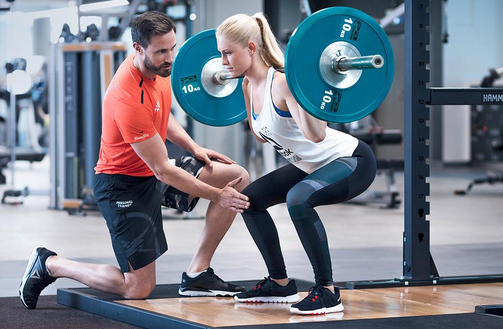 Frauen an die Gewichte: Weightlifting ist wieder groß im Kommen. Foto: Fitness First