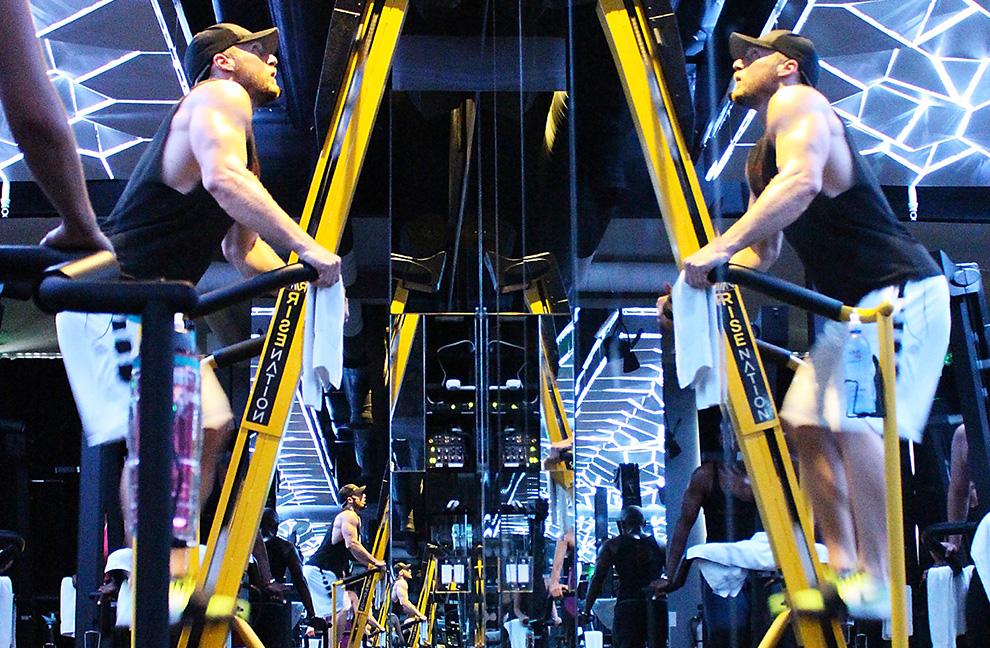 """Das Microstudio """"Rise Nation"""" hat eine beleuchtete Decke, die sich beim Training mit dem Stair Climber bewegt. Fotos: Fitness First, Rise Nation"""